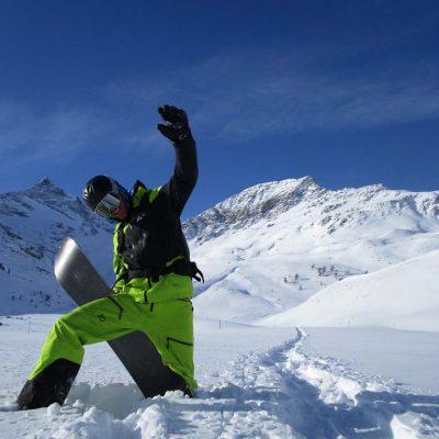 snowboarder-tiefschnee